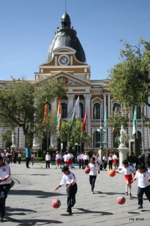 Kids play in the plaza in front of the National Congress.