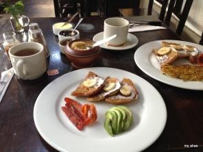 Breakfast at El Albergue