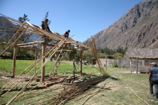 Building a hut for their Pachamanca lunches